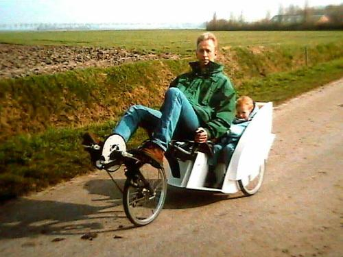 Willem Dijkstra's Flevotrike with 2 children's seats at the back